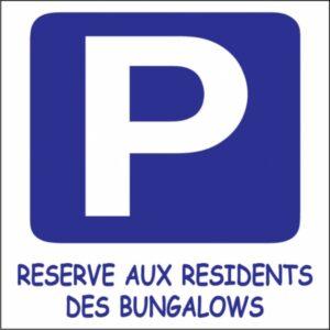 Parking réservé aux résidents des bungalows