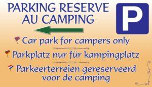 Parking réservé au camping + flèche