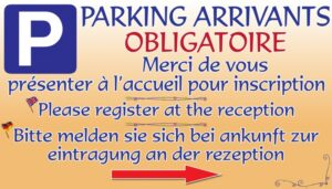 Parking arrivants obligatoire + flèche
